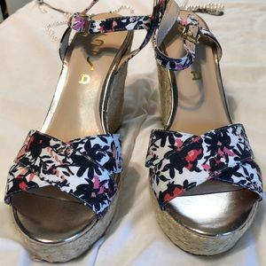 Wedges size 71/2 flowered